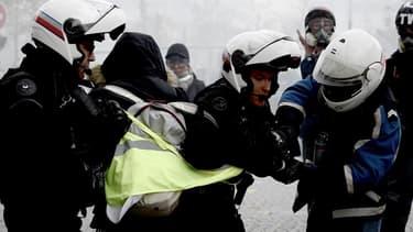 L'IGPN est accusée de faire traîner les procédures concernant les violences policières.