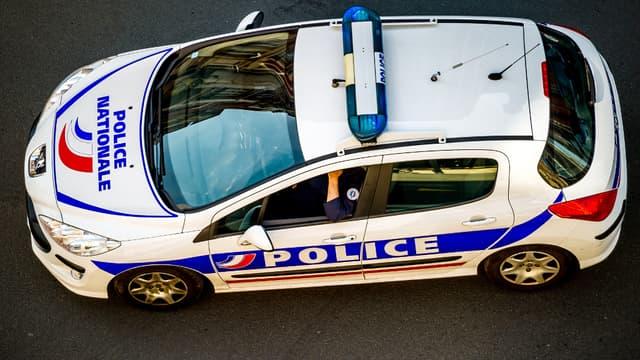 La police a découvert des centaines de milliers d'euros dissimulés dans les pneus d'une voiture (image d'illustration).