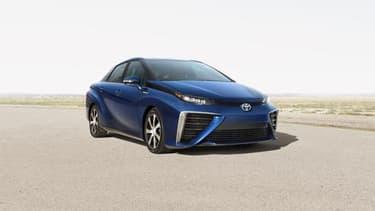 """Toyota a baptisé sa première berline à pile """"Mirai"""" (futur en japonais)."""