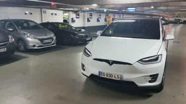Le Model X prêt à partir de chez le loueur Blooweels à La Défense