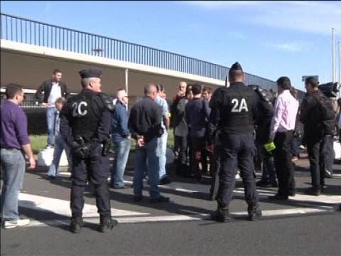 Grève des taxis: des échauffourées avec les chauffeurs de VTC à l'aéroport d'Orly - 11/06