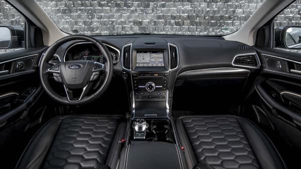 L'intérieur du Ford Edge a peu évolué mais reste assez ergonomique.