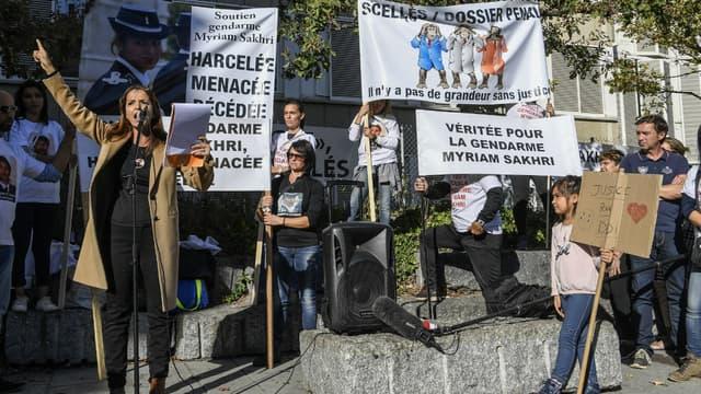 La famille de Myriam Sakhri a manifesté mercredi dernier devant le tribunal de Lyon.