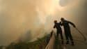La priorité des pompiers est d'éviter la propagation du feu.