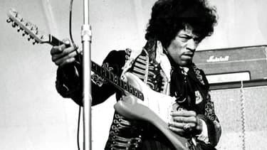 Jimi Hendrix sur scène, le 24 mai 1967 à Stockholm