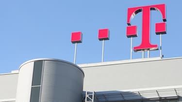"""Microsoft va faire héberger les données """"cloud"""" de ses clients européens dans deux centres informatiques en Allemagne gérés par le géant Deutsche Telekom."""