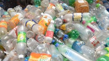 Après le rejet du Sénat fin septembre, le gouvernement temporise sur la consigne des bouteilles en plastique en proposant des expérimentations à l'horizon 2023.