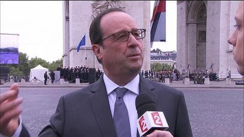 """Commémoration du 8-mai: """"Le mal peut se reproduire sous d'autres visages"""", insiste Hollande"""