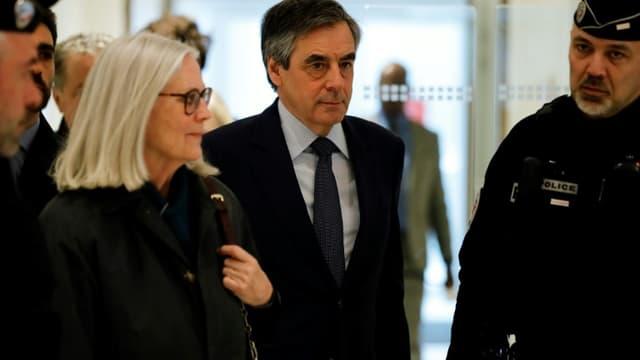 L'ancien Premier ministre François Fillon et son épouse Pénélope Fillon arrivent au tribunal de Paris, le 10 mars 2020.