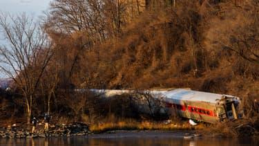 L'accident est survenu vers 7h20 (12h20 GMT) au moment où le train amorçait un virage réputé difficile.