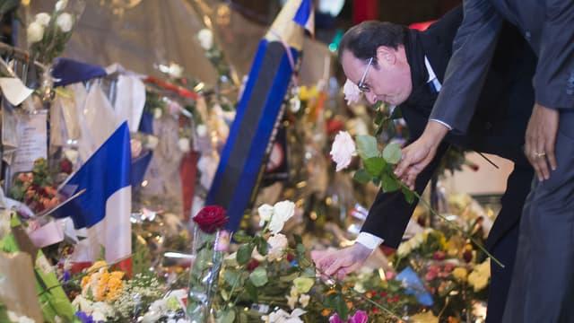 François Hollande s'est recueilli devant le Bataclan le 29 novembre 2015.