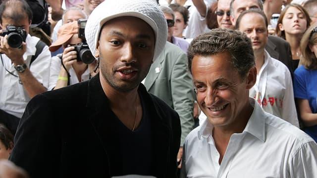 Le rappeur Doc Gynéco, en 2006, pendant la campagne présidentielle, aux côté du candidat Nicolas Sarkozy.