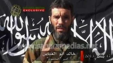 Mokhtar Belmokhtar, l'un des principaux chefs d'Al Qaïda au Maghreb islamique (Aqmi), a été tué samedi par des soldats tchadiens dans le nord du Mali, selon le porte-parole des forces armées tchadiennes. /Image diffusée le 21 janvier 2013/REUTERS/Sahara M