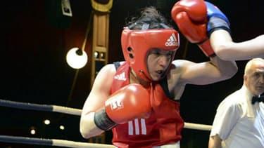 Sarah Ourahmoune, médaillée d'argent aux JO de Rio, fait monter les salariés sur le ring pendant la pause déjeuner.
