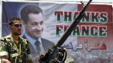 Affiche représentant Nicolas Sarkozy, début juillet à Benghazi. Le président français est attendu jeudi en Libye en compagnie du Premier ministre britannique David Cameron, selon une source proche du Conseil national de transition libyen (CNT). /Photo pri