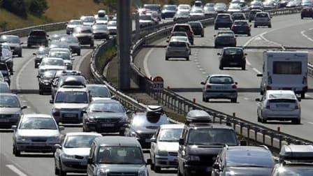 Alors que la journée de samedi était classée noire sur les routes dans le sens des départs et rouge dans celui des retours par Bison futé, le trafic est un peu moins chargé qu'attendu. A 12h00, on comptabilisait 583 km de bouchons cumulés en province, sur