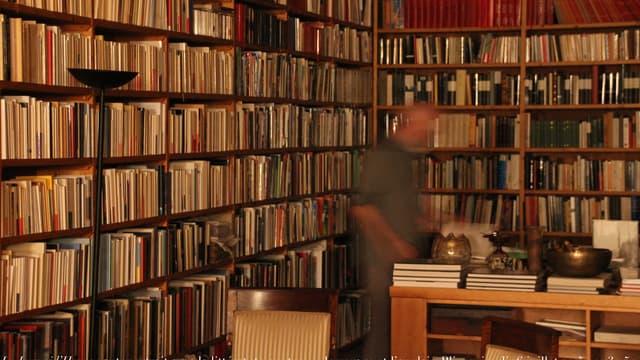 """L'édition commentée de """"Mein Kampf"""" en Allemagne, disponible pour la première fois depuis 1945, a rencontré un tel intérêt auprès du public qu'un nouveau tirage de l'ouvrage pamphlétaire d'Adolf Hitler est en cours - Jeudi 14 janvier 2016"""