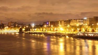 Vue de Levallois-Perret depuis la Seine.