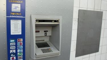 Un distributeur automatique de la Poste.