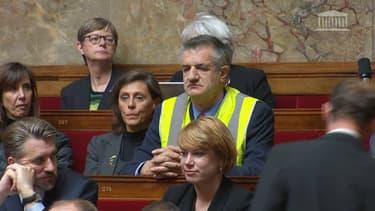 Jean Lassalle, portant un gilet jaune à l'Assemblée nationale, le 21 novembre 2018.