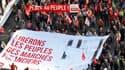 Plusieurs milliers de militants des mouvements alter-mondialistes ont manifesté mardi à Nice (Alpes-Maritimes) pour protester contre les politiques d'austérité et demander un meilleur encadrement de la finance. /Photo prise le 1er novembre 2011/REUTERS/Er