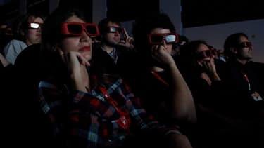 Les recettes des cinémas de l'Union européenne n'ont que légèrement progressé en 2011 après deux années de forte hausse dues à l'attrait des films en trois dimensions et à la hausse du prix moyen du ticket qui en était résulté. /Photo d'archives/REUTERS/T