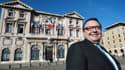 Patrick Mennucci, le candidat socialiste, devant la mairie de Marseille.