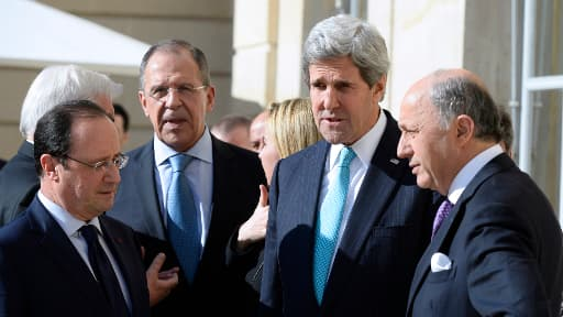 François Hollande, Sergueï Lavrov, John Kerry et Laurent Fabius sur la terrasse de l'Elysée, mercredi.