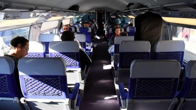 Les cartes de réduction SNCF (cartes jeune, week-end, enfant+) sont vendues à 29 euros au lieu de leurs prix habituels (de 50 à 75 euros),