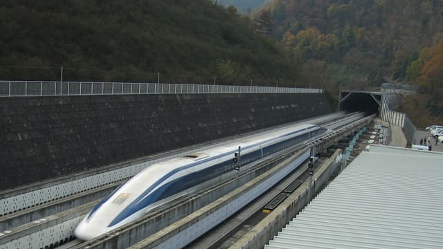 La première version du L0 a battu a battu un record de vitesse à 581km/h.