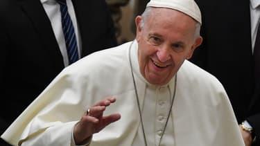Pape François saluant l'audience le 6 février 2019 au Vatican.