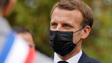 Emmanuel Macron en déplacement aux Mureaux, le 2 octobre 2020