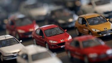 Les immatriculations de voitures particulières en France continuent la dégringolade en janvier.
