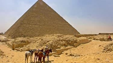 La pyramide de Khéops est la seule des sept merveilles de l'Antiquité encore visible aujourd'hui.