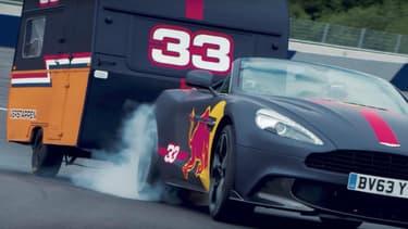 Les deux pilotes de l'écurie de Formule 1 de Red Bull Daniel Ricciardo et Max Verstappen au volant d'Aston Martin Vanquish Volante, sur circuit, avec des caravanes.