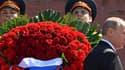 Vladimir Poutine sur la tombe du soldat inconnu à Moscou, lors des célébrations du 8 mai.