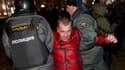 Arrestation d'un manifestant lundi soir à Moscou. L'opposition russe accuse Vladimir Poutine de muscler sa politique après l'arrestation de centaines de personnes qui manifestaient lundi contre son élection contestée au Kremlin. /Photo prise le 5 mars 201