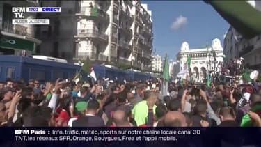 """Des milliers de personnes manifestent dans le centre d'Alger pour réclamer une nouvelle """"indépendance"""" de l'Algérie"""