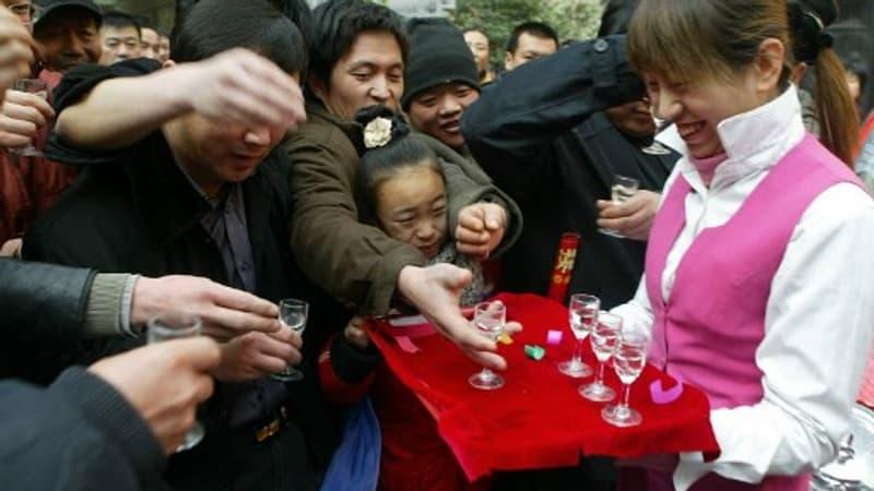 Le Maotai, l'improbable liqueur chinoise qui pèse plus lourd que Coca-Cola