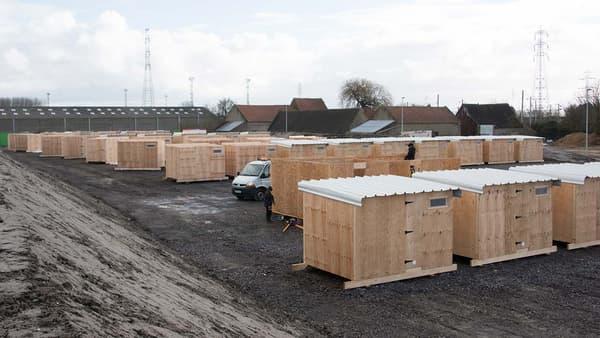 Le camp de Grande-Synthe ouvert en mars 2016, dans le Nord, est le premier camp de réfugiés installé par les autorités en France métropolitaine.