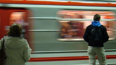 Sur un quai de métro à Prague en 2008.