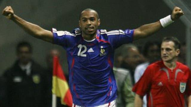 Thierry Henry avec le maillot bleu