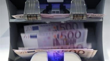 Le déficit du budget de l'Etat français s'est établi à 90,8 milliards d'euros en 2011 contre 148,8 milliards en 2010, selon le ministère du Budget. Ce déficit est inférieur de plus de 4,5 milliards d'euros à la prévision budgétaire, ce qui doit permettre
