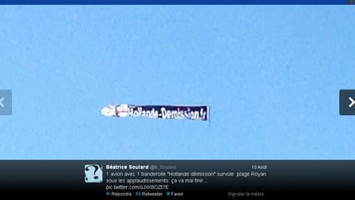 Photo publiée sur twitter de l'avion anti-Hollande.