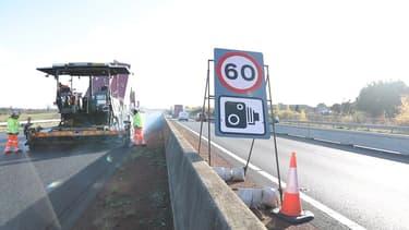 La vitesse relevée a été relevée à 60 miles par heure sur les zones de travaux.
