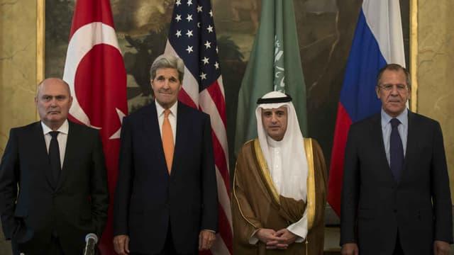 """Rencontre entre les chefs de la diplomatie  pour """"coordonner"""" les opérations militaires internationales au niveau du conflit syrien - Vienne -  Vendredi 23 octobre 2015"""