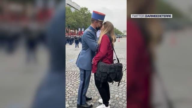 Un militaire a fait sa demande en mariage sur les Champs-Élysées avant le défilé du 14 juillet 2021.