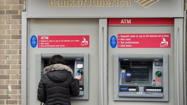 Bank of America lance les agences automatisées.