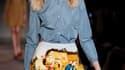 Au troisième jour des défilés parisiens de prêt-à-porter pour l'automne/hiver 2012-2013, Carven a proposé jeudi un vestiaire dans lequel se confrontent la rigueur cléricale et la flamboyance des couleurs. /Photo prise le 1er mars 2012/REUTERS/Gonzalo Fuen