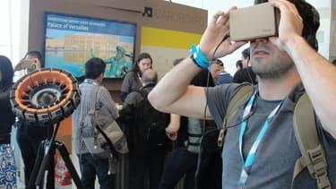 Le Cardboard est un casque de réalité virtuelle en carton.